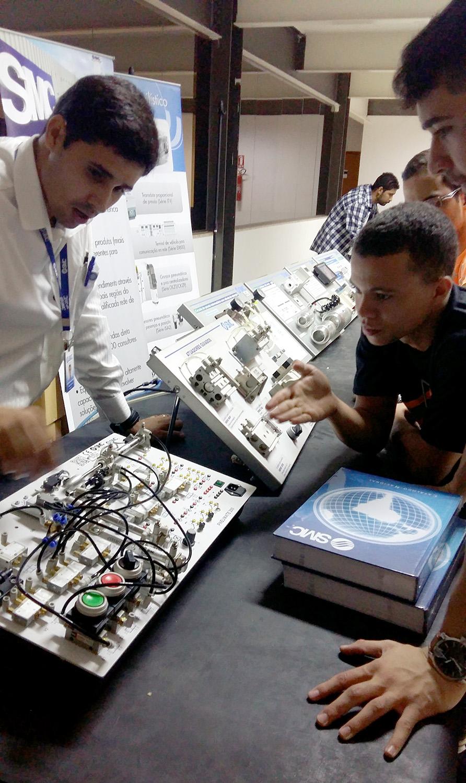 IX Semana de Engenharia Mecânica e a I Semana de Engenharia Elétrica da Unievangélica de Anápolis
