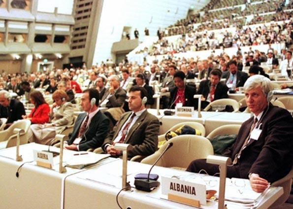 Sessão de abertura da COP 3, no Japão, em 1º de dezembro de 1997. Reunião aprovou o Protocolo de Kyoto